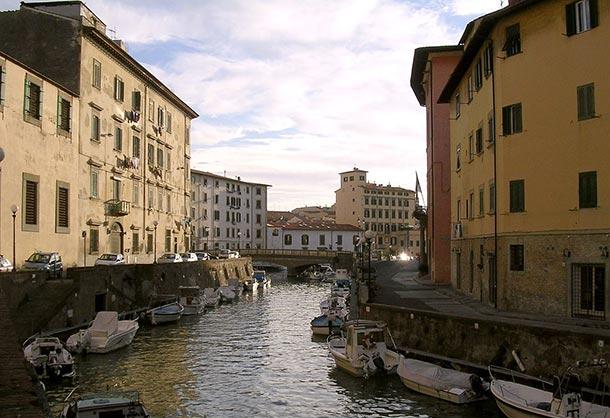 Un canale nel quartiere Venezia