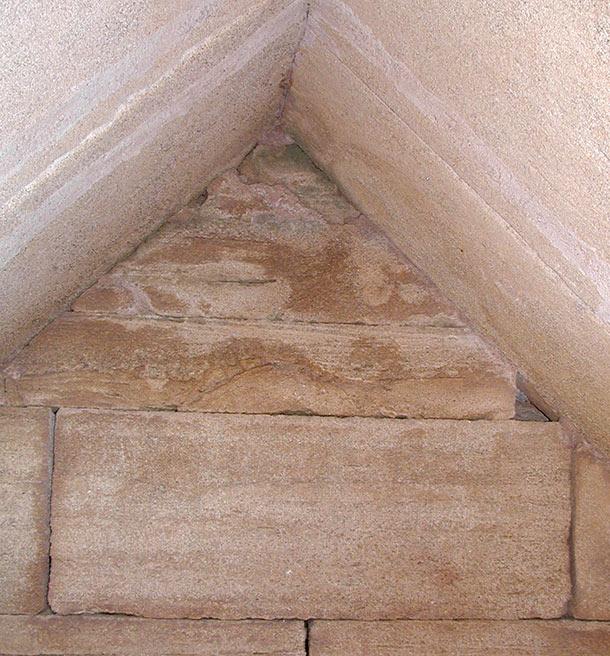Tomba a edicola del Bronzetto, interno